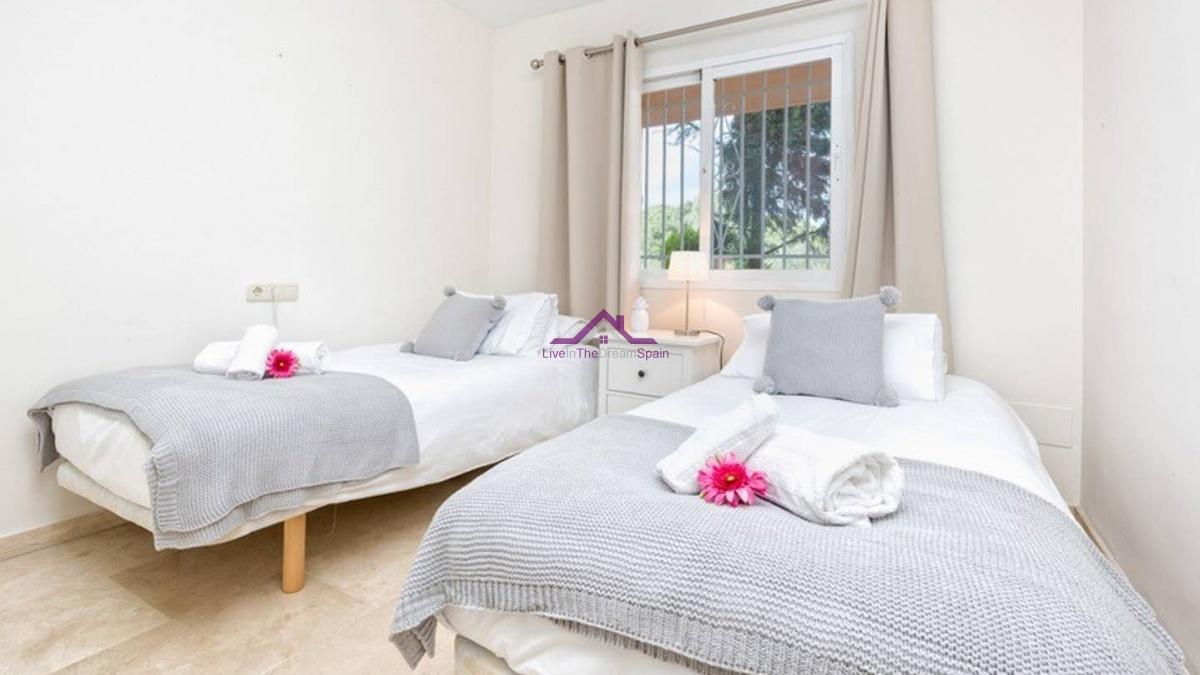 2 bedroom 2 bathroom holidday let elviria Jardines de Santa Maria Golf holiday rentals